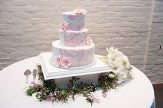 Pink and white lace wedding cake.   Wedding by Southern Event Planners.   #weddingcake #memphisweddingplanner #wedding