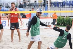 Germany's Alexander Walkenhorst and Markus Bockermann (red) and Italy's Alex Ranghieri and Adrian Carabula