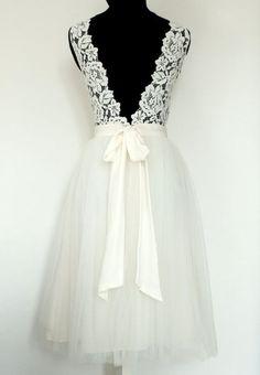 Robe de mariée courte tutu et dos nu en dentelle par FaithCauvain