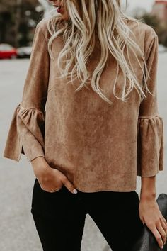 So boho perfect is our Roundup Faux Suede Bell Sleeve Top! This luxe faux suede stretches with wear in this taupe...
