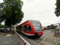 #BadArolsen #Bahnhof #Zug #Eisenbahn #Eisenbahnfotografie #Strassenfotografie #streetphotography #train #Regionalbahn #Schranke #Bahnübergang