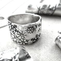 Powder Ring Band Snowflakes and Fine Silver by MyLittleJems Snowflake Ring, Snowflakes, Wide Band Rings, Diy Jewelry, Cuff Bracelets, Give It To Me, Powder, Jewels, Sterling Silver
