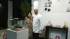 Rosy Venetucci con Davide Comaschi allo stand dove era esposto il nostro ciondolo