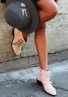 Hide Away. Lovely shoes and hat