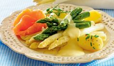 Szparagi z łososiem w sosie cytrynowym