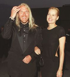Renny Harlin and Geena Davis in 1997 Celebrity Couples, Celebrity Pictures, Crazy People, Strange People, Geena Davis, Those Were The Days, Famous Stars, Famous Couples, Hottest Photos