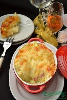 Paste cu sos de branza pufoasa si cascaval Potluck Recipes, Great Recipes, Cooking Recipes, Healthy Recipes, Good Food, Yummy Food, Romanian Food, I Foods, Food Inspiration