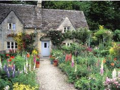 Bibury Cotswolds english cottage garden in summer Gloucestershire England UK Great Britain United Kingdom British Isles (English garden Country Cottage Garden, Cottage Garden Design, Cottage Style, Country Cottages, Country Houses, Cottages Anglais, Estilo Cottage, Patio Grande, English Country Gardens