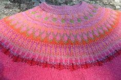 """I sommar har jag stickat ytterligare en tröja efter mönstret """"Stora spetskragen"""", men med eget färgval. Garnerna kommer från Noda , Magasin..."""