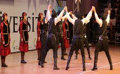 rdu Üniversitesinin ev sahipliği yaptığı, Üniversitelerarası Halk  Dansları Şenliği ve Yarışmasına Giresun Yöresi Horon oyunlarıyla