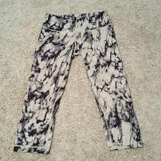 Lululemon wunderunder crop pant size 6 Marble design lululemon size 6 wunderunder crop Gently worn, look like new Luon lululemon athletica Pants Leggings