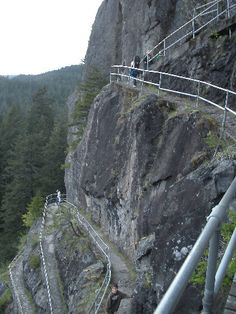 Beacon Rock Trail, Columbia Gorge, Washington. 1 mile hike to the top.
