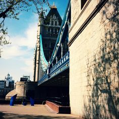 Warm afternoon sunshine illuminates Tower Bridge in London 23°C |73°F #BurberryWeather