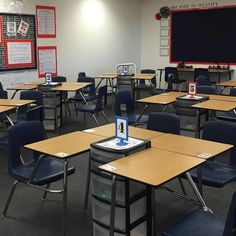How Desk Towers Saved My Sanity High School English Collaborative Learning Classroom Design and SetUp Teacher Classroom Decorations, Classroom Setting, Classroom Setup, Classroom Teacher, School Decorations, Classroom Hacks, Art Classroom Layout, Classroom Table Signs, English Classroom Decor