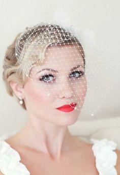Nice! Weer een bruidje met felle lippen, dit keer knallend rood! Ik vind het prachtig