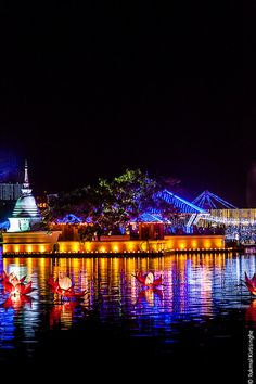 Beira Lake, Colombo, Sri Lanka - Perfect for an evening stroll, especially during the Buddhist festival Vesak in May, when it's beautifully lit up and decorated. Places To Travel, Places To Go, Sri Lanka Holidays, Solar Licht, Exotic Beaches, Island Nations, World Religions, Paradise Island, Beautiful Places To Visit