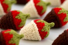 chocolate covered strawberries by kathrynivy.com . Knitted,  free pattern