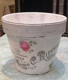 DIY decoupage flower pot with image from Graphics Fairy Clay Pot Projects, Clay Pot Crafts, Fun Crafts, Diy And Crafts, Projects To Try, Painted Clay Pots, Painted Flower Pots, Vasos Vintage, Mod Podge Crafts