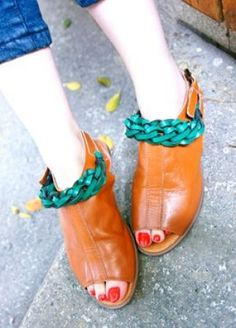 Brown Vintage Leather Buckle Strap Peep Toe Flat Sandals, sheinside.com