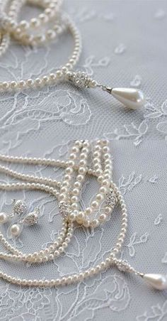 Feminine pearls via @lunamiangel. ℓυηα мι αηgєℓ ♡ #pearls #jewelry