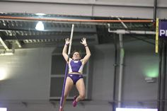 Quick wins dramatic jump-off as Huskies sweep top spots in men's & women's pole vaults...