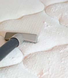 Descubre cómo limpiar y desinfectar tu colchón: ¡Cuida de tu salud!