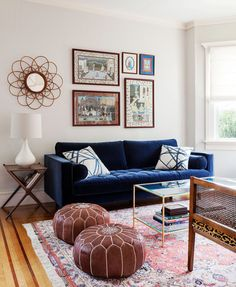Blue Living Room Decor - What Colours go with blue sofa? Blue Living Room Decor - What are the trends for # bluelivingroomdecor # roomdecor # diningroomdecorideas Bohemian Living Rooms, Colourful Living Room, Eclectic Living Room, Living Room Designs, Blue Sofa Set, Royal Blue Couch, Dark Blue Couch, Blue Velvet Couch, Blue Couch Living Room