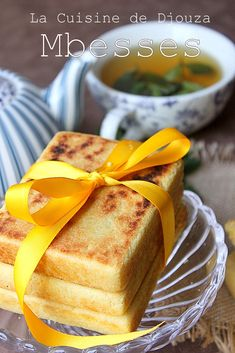 mbesses algerien Bread Recipes, Snack Recipes, Vintage Sweets, Algerian Recipes, Beignets, Diet Breakfast, Vegetable Dishes, Cornbread, Baked Goods