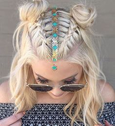 http://www.tuenlinea.com/belleza/985385/peinados-con-trenzas-pelo-corto/ space buns // festival style // blonde hair // braid // hair piercing