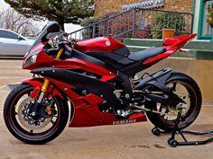 Yamaha Motorbikes, Yamaha Yzf R6, Custom Sport Bikes, Bmw S1000rr, Bike Ideas, Badass Style, Sportbikes, Street Bikes, Bike Life