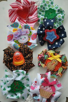 HAPPY HOLIDAYS Boutique Bow Set  8 Medium by TheJellyBeanJunction