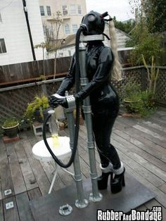 Gasmask Rubber Metal Tied