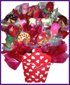 35+ Gorgeous Valentine Candy Bouquet Ideas Valentine Gift Baskets, Valentines Mugs, Valentine Ideas, Valentine Crafts, Candy Trees, Candy Bouquet, Easy Diy Crafts, Firefighters, Ornament Wreath
