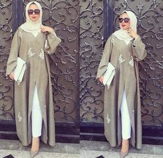 Discovered by fatimzahra. Find, share, and collect images about hijab, style and abaya on We Heart It - the app to get lost in what you love. Hijab Fashion 2016, Arab Fashion, Islamic Fashion, Muslim Fashion, Modest Fashion, Fashion 2017, Hijab Outfit, Hijab Dress, Hijab Abaya