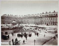 La colonne Vendôme abattue par les insurgés le 16 mai 1871 . Photo : Alphonse Justin Liébert (1827-1914). Paris, musée Carnavalet.