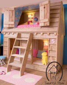 Leuk gezellig houten huisje voor in de kinder kamer.