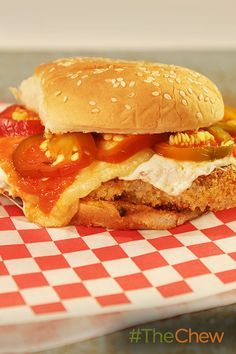 Fried chicken sandwich, Chicken sandwich and Fried chicken on ...