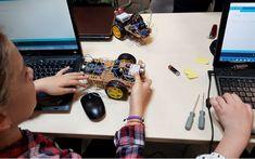 Atelierele CoderDojo București își deschid porțile pentru copiii cu vârste cuprinse între 8 și 17 ani, pasionați de tehnologie sau curioși să descopere din tainele programării. Turntable, Music Instruments, Electronics, Atelier, Record Player, Musical Instruments, Consumer Electronics