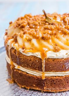 Caramel Mud Cake with Salted Caramel Icing, Crumble and Vanilla Poached Pears | raspberri cupcakes | Bloglovin'