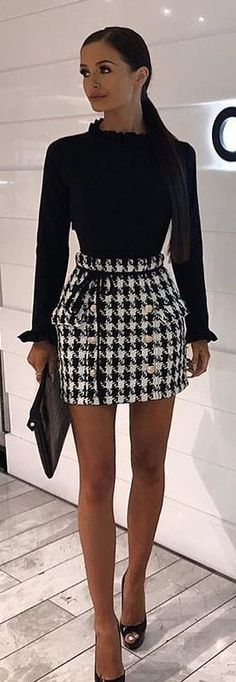 #spring #outfits woman wearing black and white houndstooth long-sleeved mini dress stands inside the room. Pic by @majorstreetstyle