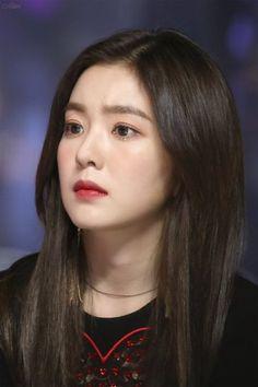 Irene looking worried for some reason Seulgi, Red Velvet Irene, Velvet Fashion, Girls Dpz, Beautiful Gorgeous, Face Shapes, Swagg, My Hair, Girl Group