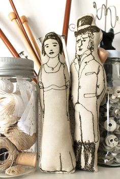 Mr Darcy and Lizzie get stitched up - how brilliant are these figures?!! http://www.creativecarmelina.com/search/label/embroidery