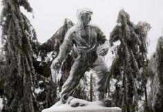 "Right Now, Slovenia Looks Eerily Similar To The ""Frozen"" Kingdom Of Arendelle"