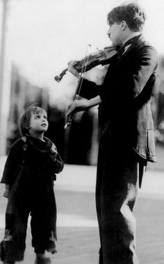 Charlie Chaplin playing his violin for little Jackie Coogan. In the scene where the authorities come to take the boy away from him instead of the tramps hair being wild and curly it was sort of flat. Vevey, Charlie Chaplin, Golden Age Of Hollywood, Classic Hollywood, Old Hollywood, Chaplin Film, Charles Spencer Chaplin, Harold Lloyd, Cinema