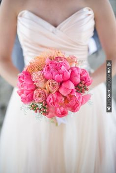 fuschia bouquet by FlorUnique | VIA #WEDDINGPINS.NET