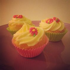 Lemon Philadephia Cream Cupcakes
