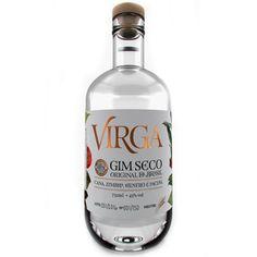 """Unser ganzer Stolz, Virga ist der erste """"Gim Seco"""" (engl. Dry Gin) aus Brasilien. Er wird in der Engenho Pequeno Alambique in Pirassununga, im Bundesstadt São Paulo, produziert, allerdings nur in sehr kleinen Mengen.  Bei der ersten Charge wurden etwa ca. 115 Flaschen produziert. Bei der zweiten Charge waren es überhaupt nur 60. Bei der dritten wurde mehr gebrannt: 216 Flaschen.  Aber warum sollte man eine Flasche Virga kaufen? Nun, es werden ausschließlich brasilianische Pflanzen benutzt… Aloe Vera, Gin, Vodka Bottle, Drinks, Brazil, Schnapps, Proud Of You, Flasks, Knowledge"""