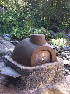 l'idée de la tablette en pierre intégrée au four à l'extérieur sur le côté