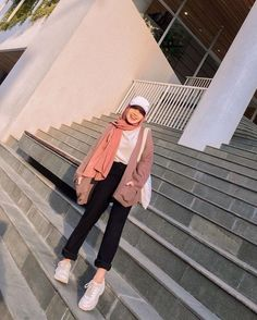 Modern Hijab Fashion, Street Hijab Fashion, Hijab Fashion Inspiration, Muslim Fashion, Fashion Ideas, Stylish Hijab, Casual Hijab Outfit, Cute Casual Outfits, Hijab Fashionista