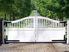 Making an entrance can be Dramatic or Understated at your home. Westchester Automated Gate brings beautiful entrance gates to your home or business.